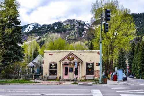 Aspen Main Street Bakery and Cafe 12x18