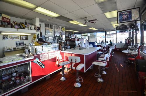 Auriela Diner interior Gallup 12x