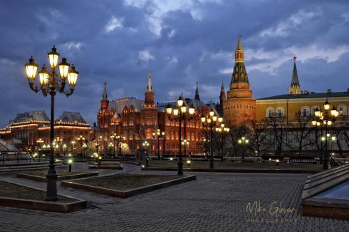 Gorky Park and Kremlin, Moscow 18x12 mgp s