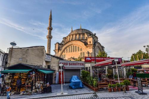 Istanbul shops with mosque 1800 mgp