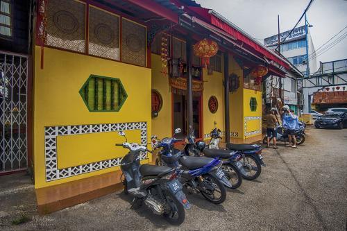 Penang Gorge Town street 12x8