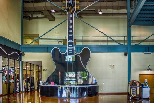 Reception of Gibson Guitars Memphis 12x