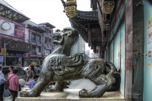 Shanghai street sculpture 12x18