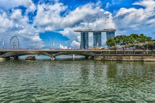 Singapore Harbor 2 12x8