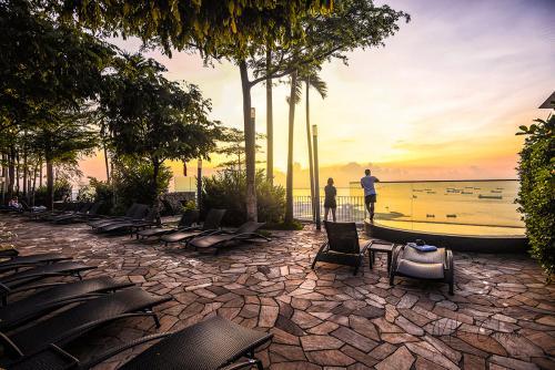 Sunrise from Marina Bay Sands 12x8
